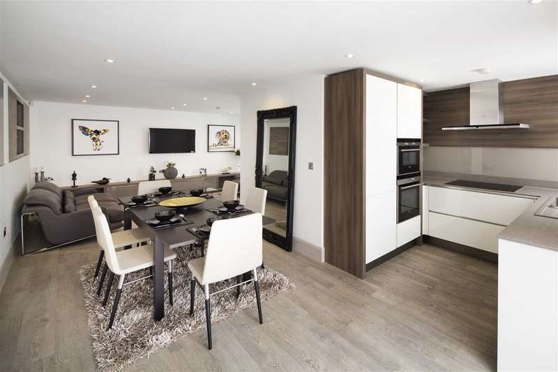 3 Bedrooms House for sale in Whittlebury Mews, London, NW1