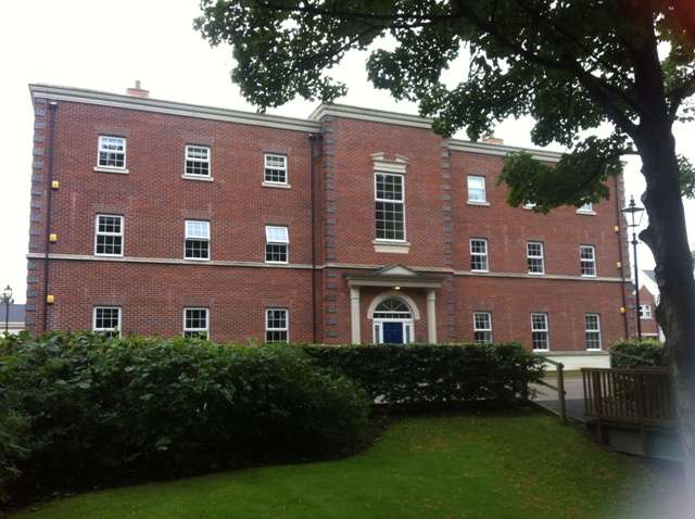 2 Bedrooms Flat for sale in Swinhoe Place, Culcheth, Warrington, WA3 4NE
