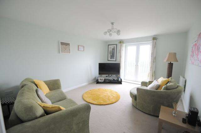2 Bedrooms Apartment Flat for sale in Dovestone Way, Kingswood, Hull, HU7 3BY