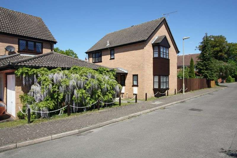 4 Bedrooms Detached House for sale in Lindford Chase, Lindford