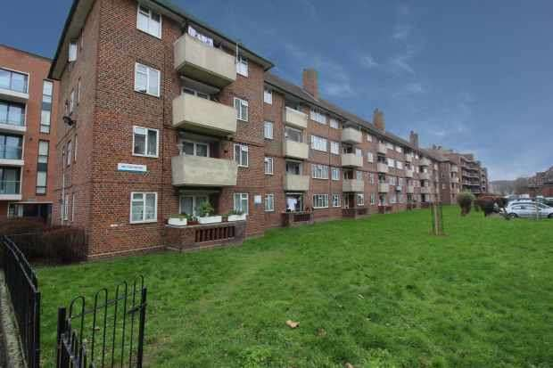 2 Bedrooms Flat for sale in Milton House, London, Greater London, SE5 7HZ