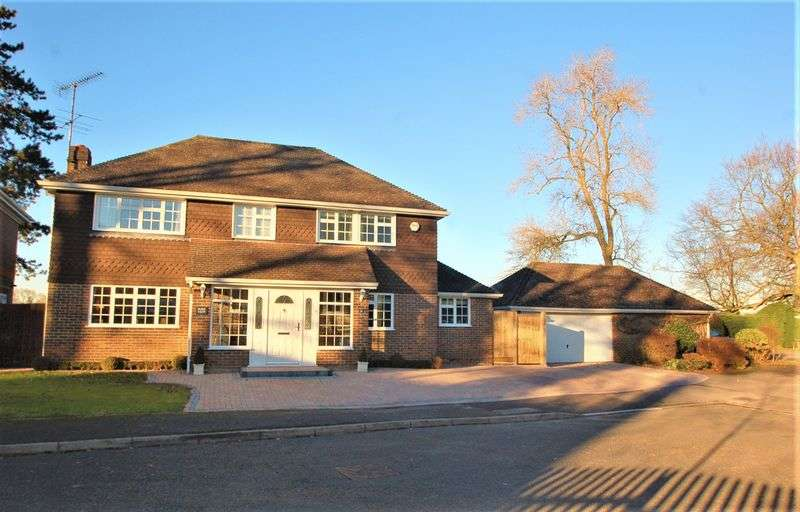 4 Bedrooms Detached House for sale in Hazlemere