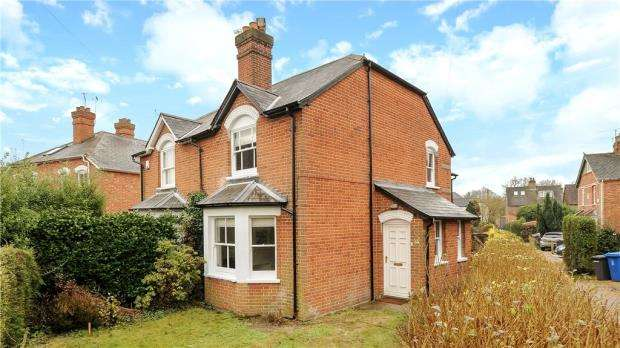 2 Bedrooms Semi Detached House for sale in Halfpenny Lane, Sunningdale, Berkshire