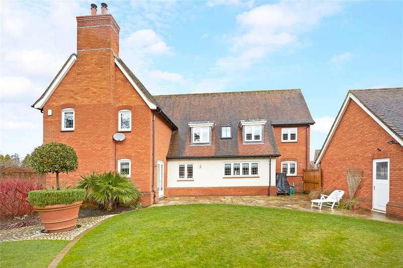 4 Bedrooms Detached House for sale in Oakley Gardens, Betchworth, Surrey, RH3