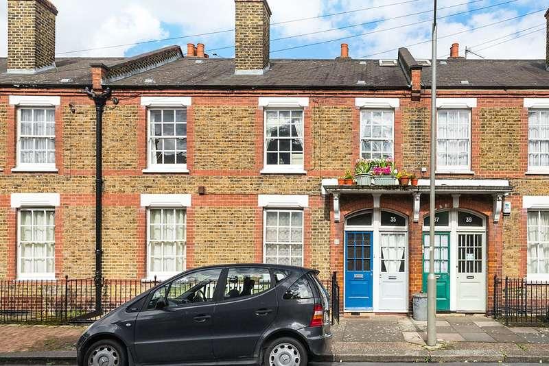 2 Bedrooms Maisonette Flat for sale in Freedom Street, London, SW11