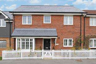 3 Bedrooms House for sale in Meadow Drive, Henfield, West Sussex