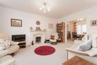 5 Bedrooms Detached House for sale in Dunlop Crescent, Stepps