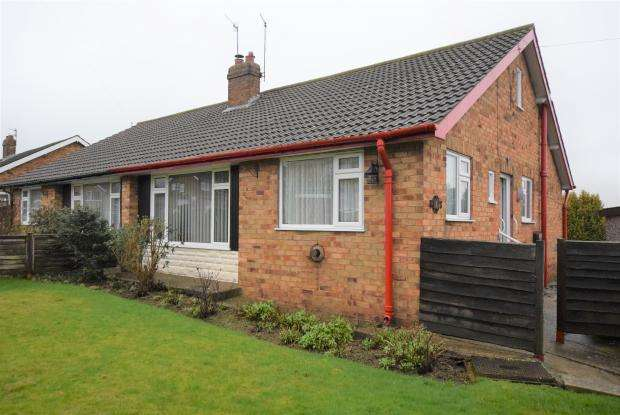 2 Bedrooms Semi Detached Bungalow for sale in Sandhurst Gardens, Newby, Scarborough, North Yorkshire YO12 5PE