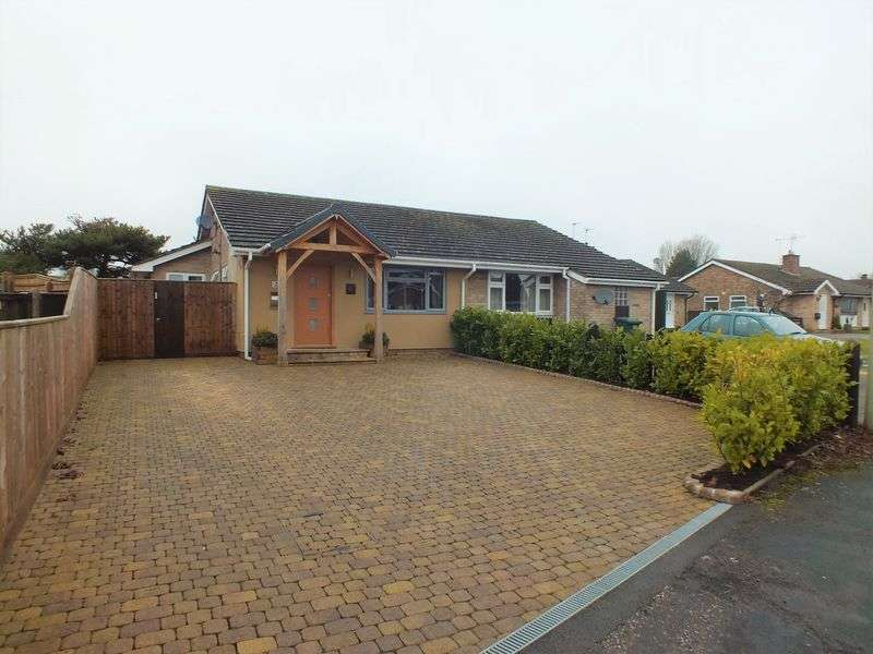 3 Bedrooms Semi Detached Bungalow for sale in Begbroke Crescent, Begbroke,