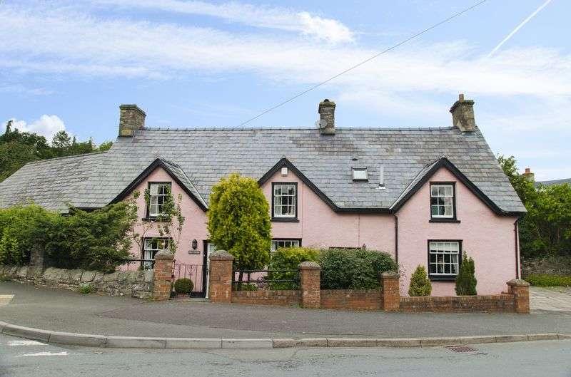 3 Bedrooms Detached House for sale in Llangattock, Crickhowell