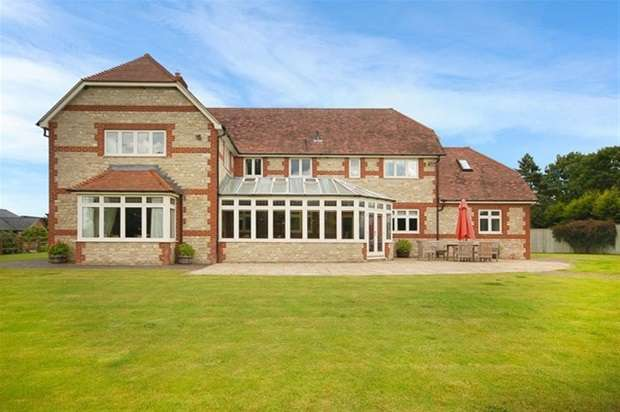 5 Bedrooms Link Detached House for sale in Tytherington, Warminster