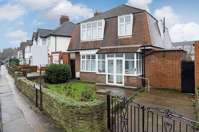 4 Bedrooms Detached House for sale in The Close, Mitcham
