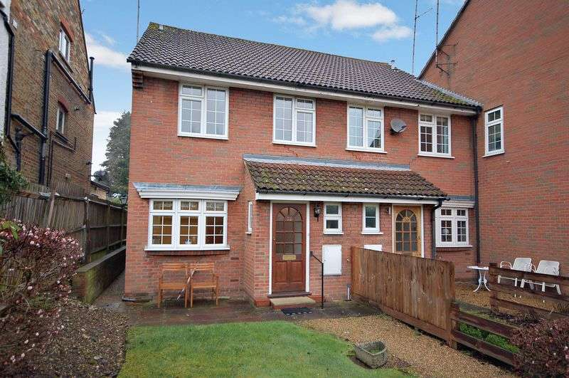 3 Bedrooms Terraced House for sale in Uxbridge Road, Rickmansworth, WD3 7AP