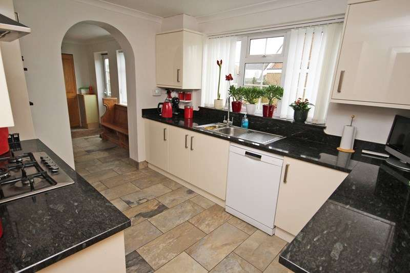 4 Bedrooms Detached House for sale in Silverdale, Barton On Sea, New Milton
