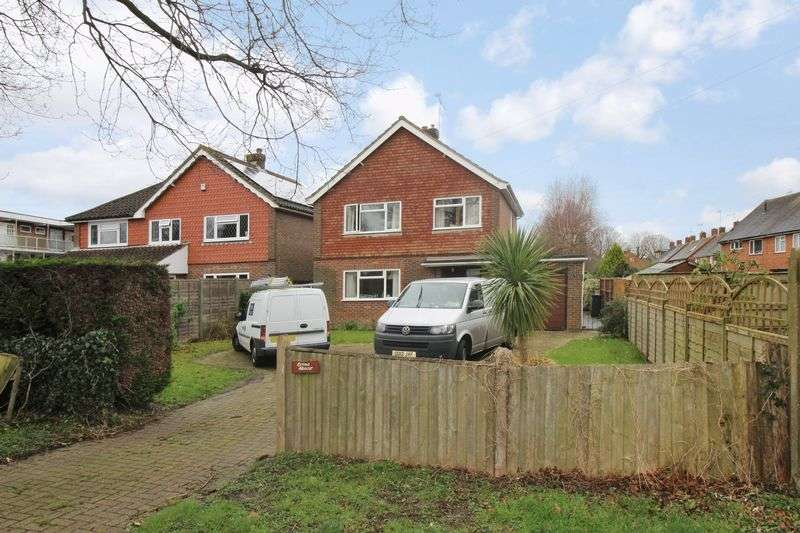 3 Bedrooms Detached House for sale in Barnfield Road, Crawley