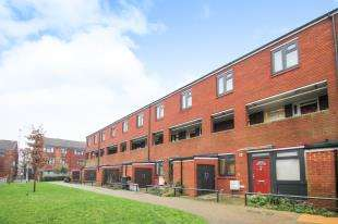 1 Bedroom Flat for sale in Wildwood Close, Lee Green, London