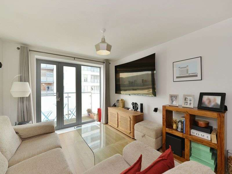 3 Bedrooms Flat for sale in Clement Attlee House, Bow, E3