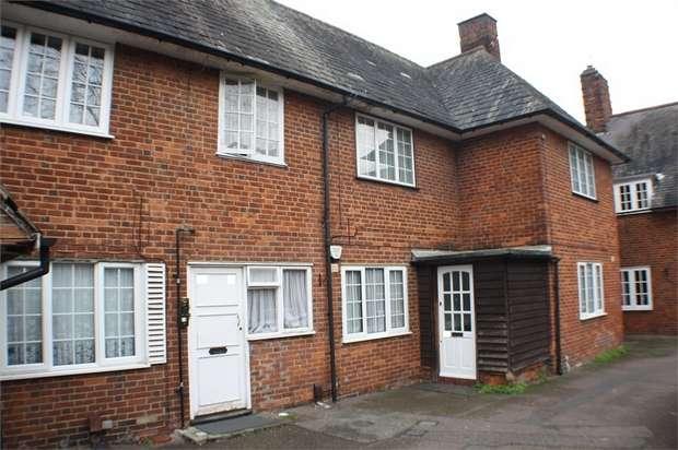 2 Bedrooms Maisonette Flat for sale in Roe End, LONDON, Uk
