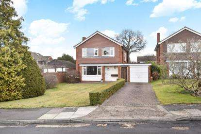 3 Bedrooms Detached House for sale in Fairbank Avenue, Crofton Heath, Orpington