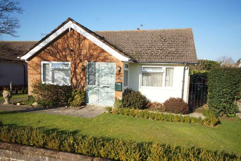 2 Bedrooms Detached Bungalow for sale in Buckingham Road, Petersfield, Hampshire, GU32