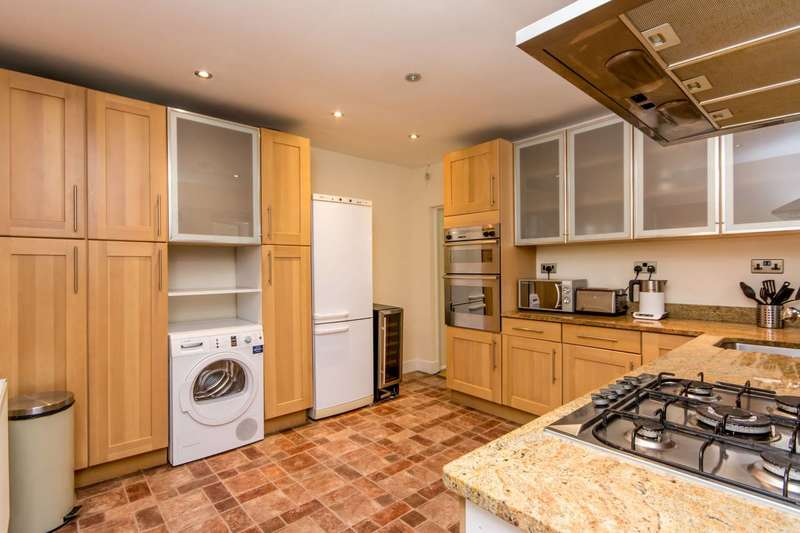 3 Bedrooms Flat for rent in Cecil Road, Harlesden, NW10