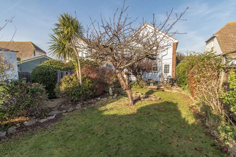3 Bedrooms Detached House for sale in South Parade, CANVEY ISLAND, SS8