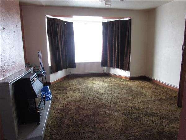 3 Bedrooms Semi Detached House for sale in Moffatt Avenue, Ipswich