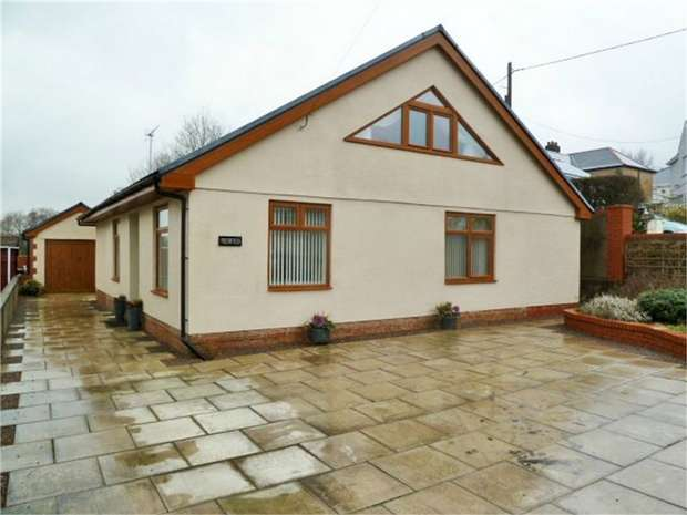 4 Bedrooms Detached Bungalow for sale in Merthyr Road, Llwydcoed, Aberdare, Mid Glamorgan