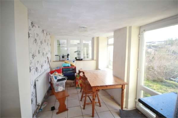 3 Bedrooms Semi Detached House for sale in Queens Hill Crescent, NEWPORT