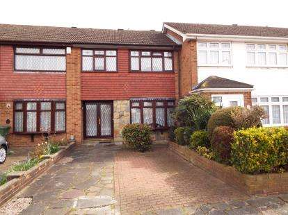 3 Bedrooms Terraced House for sale in Hornchurch, Essex