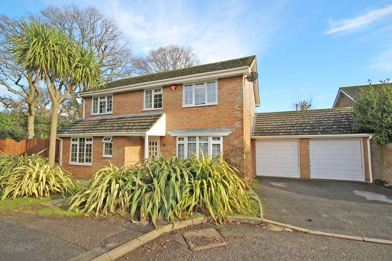 4 Bedrooms Detached House for sale in Deerleap Way, New Milton