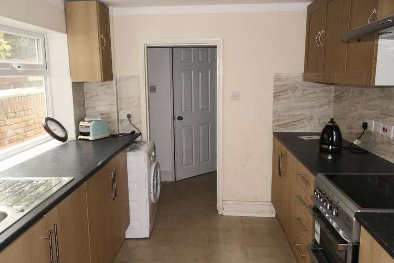 4 Bedrooms Terraced House for sale in Worthing Street, Hull, HU5 1PE