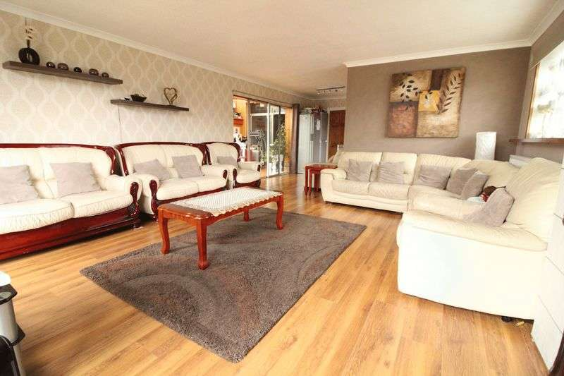 6 Bedrooms Semi Detached House for sale in Six Bedroom Family Home in Popular Location
