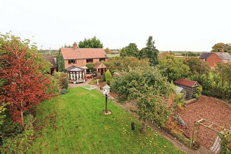 3 Bedrooms Detached House for sale in The Cross Roads, Ellerdine Heath,Telford