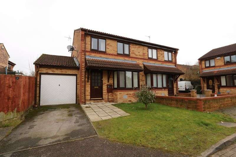 3 Bedrooms Semi Detached House for sale in Rathbone Close, Milton Keynes