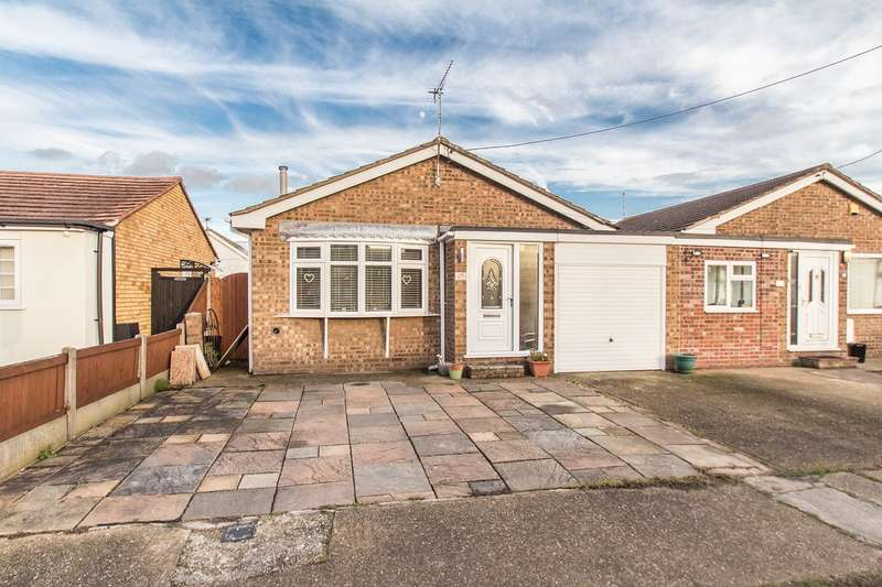 1 Bedroom Detached Bungalow for sale in Keer Avenue, Canvey Island, SS8