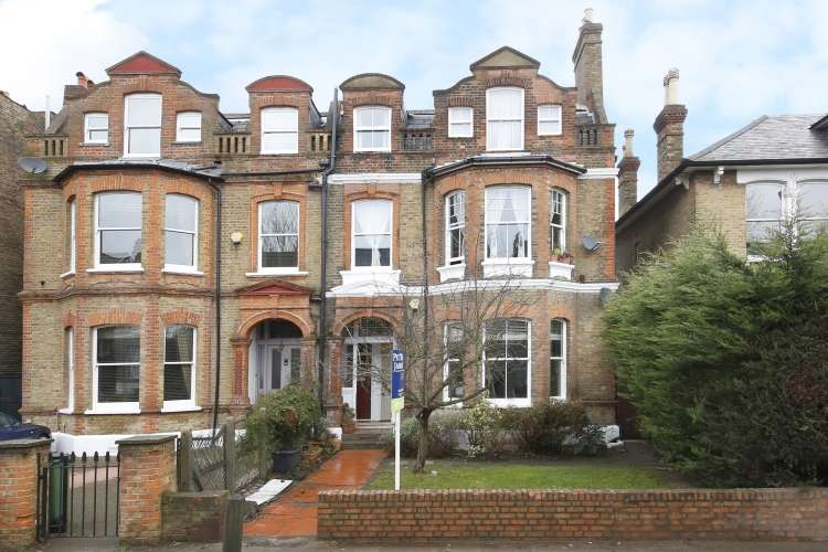2 Bedrooms Maisonette Flat for sale in Vanbrugh Park London SE3