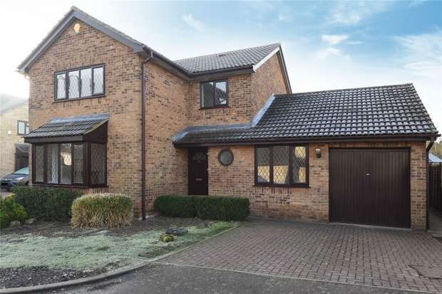 4 Bedrooms Detached House for sale in Cheltenham Close, Bedford