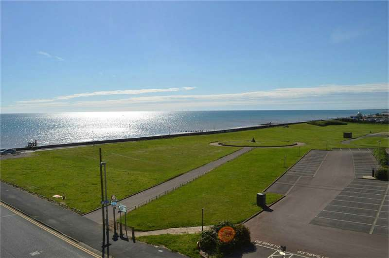 2 Bedrooms Flat for sale in Broadway House, The Broadway, Hornsea, East Riding of Yorkshire