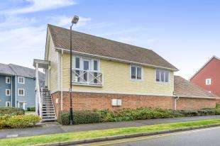 2 Bedrooms Flat for sale in Poynder Drive, Snodland, Kent