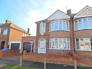 3 Bedrooms Semi Detached House for sale in Park Road, Sheerness, Kent