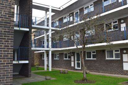 2 Bedrooms Maisonette Flat for sale in Goldlay Avenue, Chelmsford, Essex