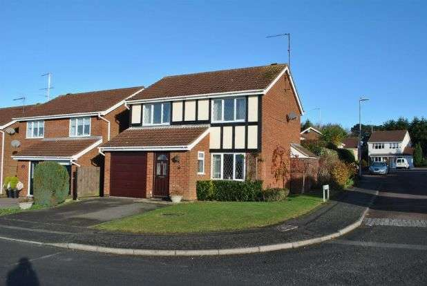 3 Bedrooms Detached House for sale in Wensleydale, Kingsthorpe, Northampton NN2 8UT