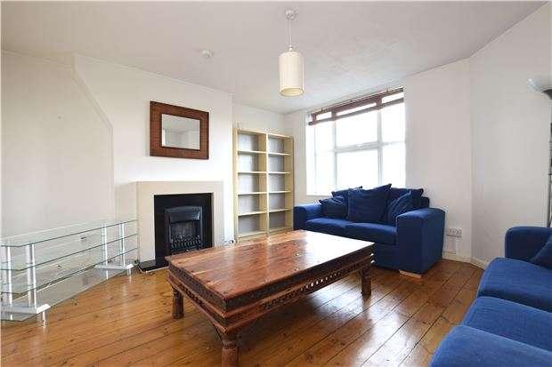 2 Bedrooms Flat for sale in Hatfeild Mead, MORDEN, Surrey, SM4 5PF