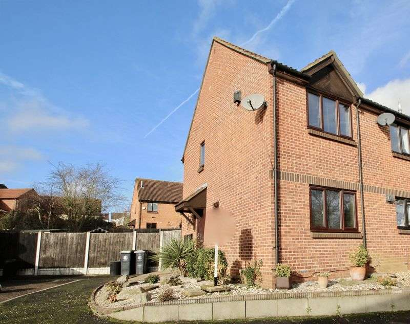 2 Bedrooms Property for sale in The Windsors, Buckhurst Hill