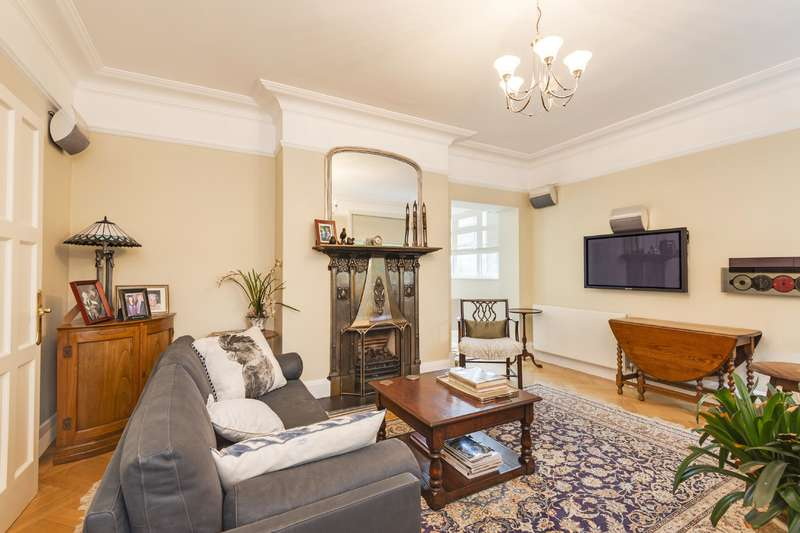 3 Bedrooms Flat for sale in Branch Hill, Hampstead Village