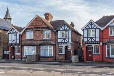 3 Bedrooms Semi Detached House for sale in Sewardstone Road, Waltham Abbey