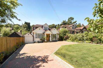 4 Bedrooms Bungalow for sale in Hendon Wood Lane, London