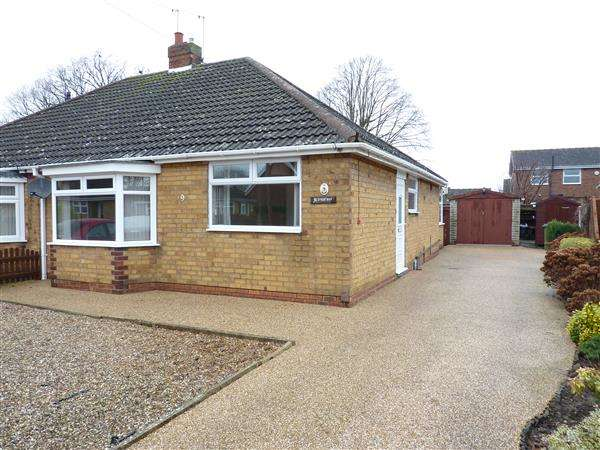 2 Bedrooms Semi Detached Bungalow for sale in THE ORCHARD, NEW WALTHAM, GRIMSBY