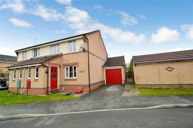 3 Bedrooms Semi Detached House for sale in Petrel Close, Stockport, Cheshire